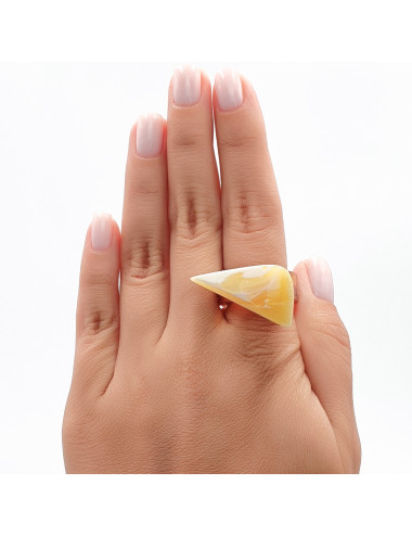 Necklace amber vintage. Amber necklace made of beads.