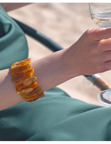 Amber necklace jewelry. Amber necklace colors