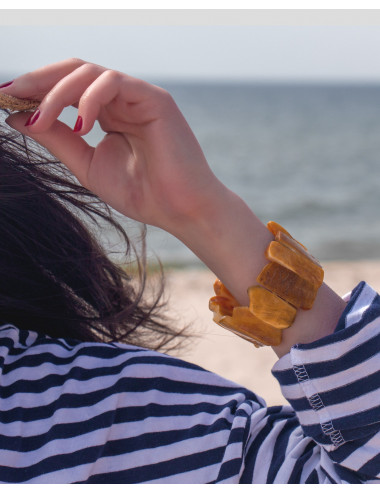 Baltic amber beads jewelry. Baltic amber Russia
