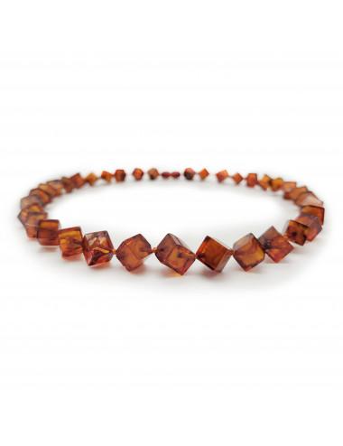 Ожерелье из янтаря. Янтарные бусы кубики
