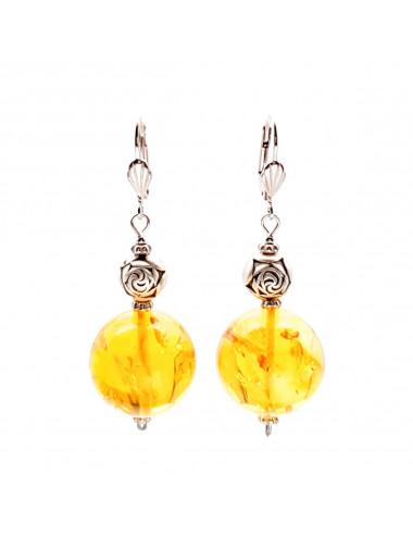 Камень янтарь с гравировкой